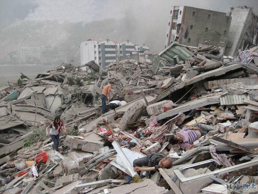 !2008年5月12日四川汶川发生8级大地震,给当