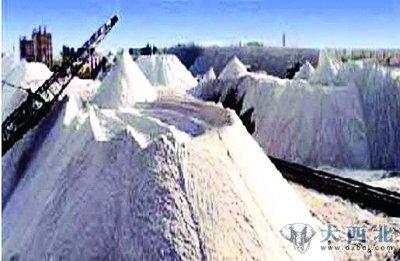 其中最大的是柴达木盆地的察尔汗盐池