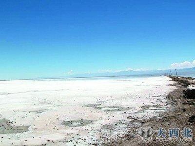 柴达木盆地里的三大盐湖