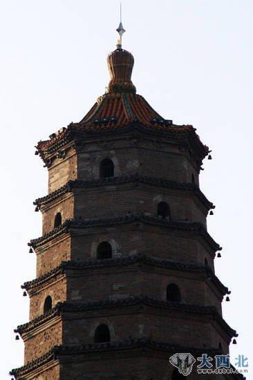 塔为楼阁式八角形砖木结构