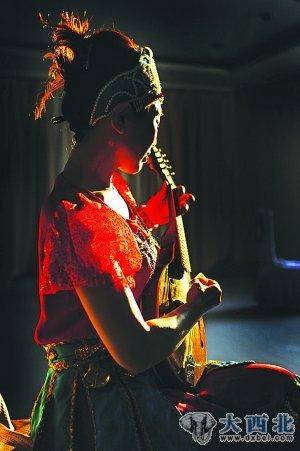锡伯族女记者探寻民族之根