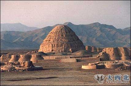 我没有到过埃及的金字塔,但眼前的景象使人屏住了呼吸.
