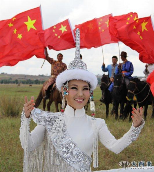 乌兰图雅《站在草原望北京》飘红十月 领军排行榜