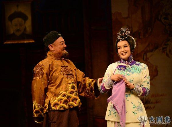 刘晓庆大婚现场_刘晓庆主演的话剧《风华绝代》昨晚在兰州粉墨登场_大西北网