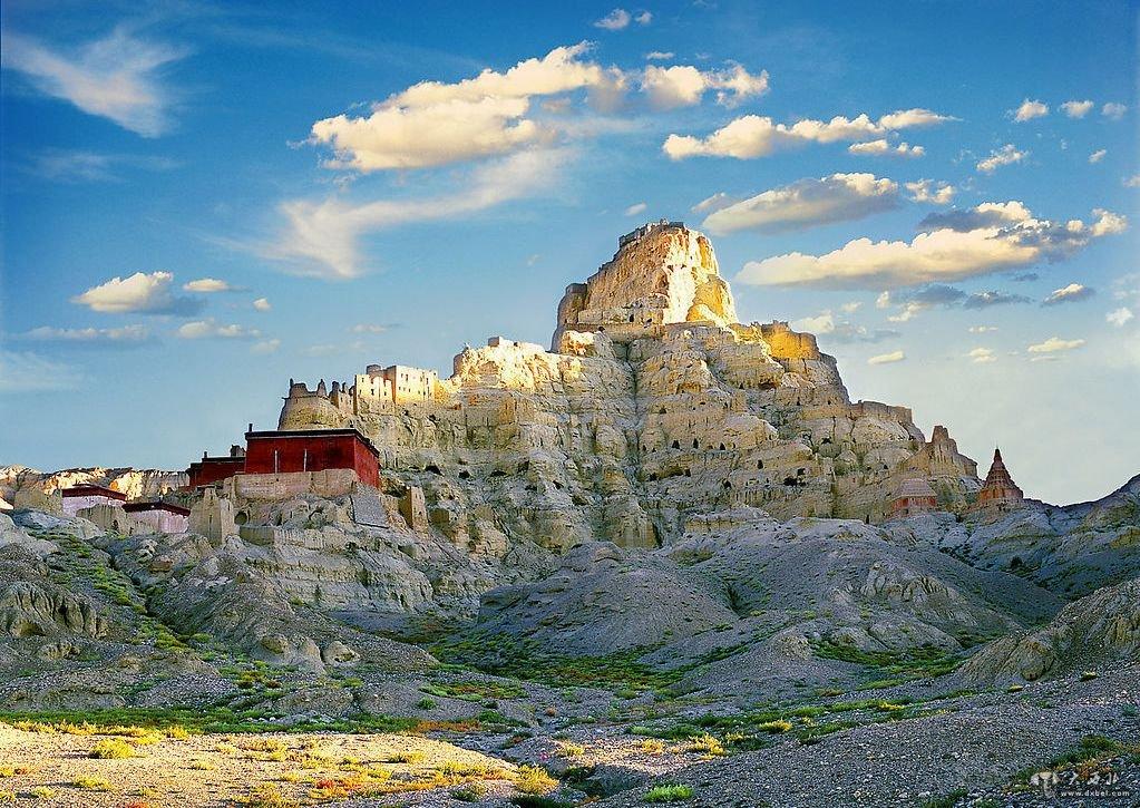 新藏线准确的名字是国道219线,起点为新疆叶城,终点是西藏拉孜