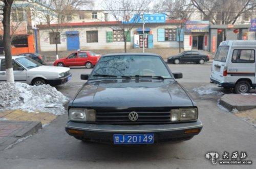 上海大众普通桑塔纳轿车悬挂的甘j20149号车牌系本所于2月9高清图片