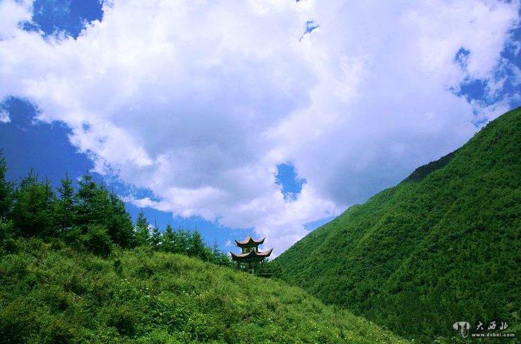 小佛寺位于新疆和田地区策勒县以东30公里处,距和田市130公里.
