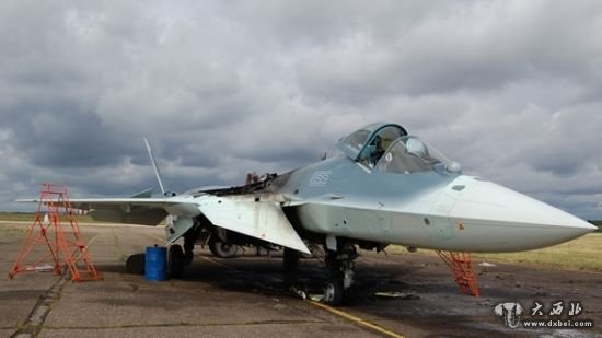 俄最新型战斗机t-50测试时起火