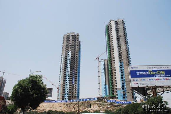 鳞次栉比的高楼大厦取代了低矮破败的棚户区