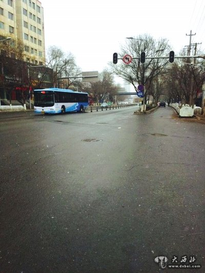 绿灯坏了已经有一个多月了-兰州安宁区 幸福巷附近红绿灯罢工 学生
