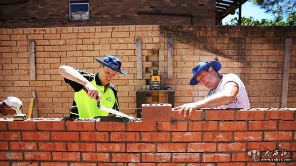 澳大利亚砌墙工紧缺 熟练工一周赚3万