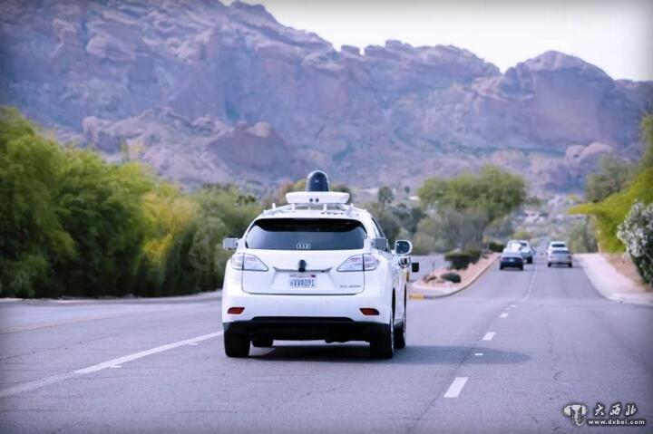 歌在沙漠中测试无人驾驶汽车高清图片
