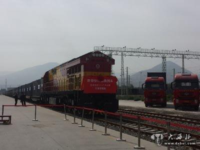 火车运输卷钢支架图片